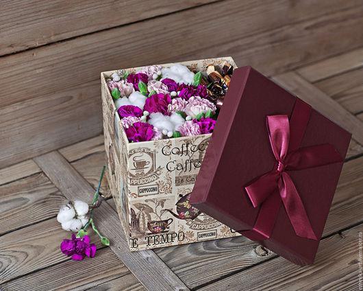 Букеты ручной работы. Ярмарка Мастеров - ручная работа. Купить Подарочная коробка с цветами и конфетами. Handmade. Фиолетовый