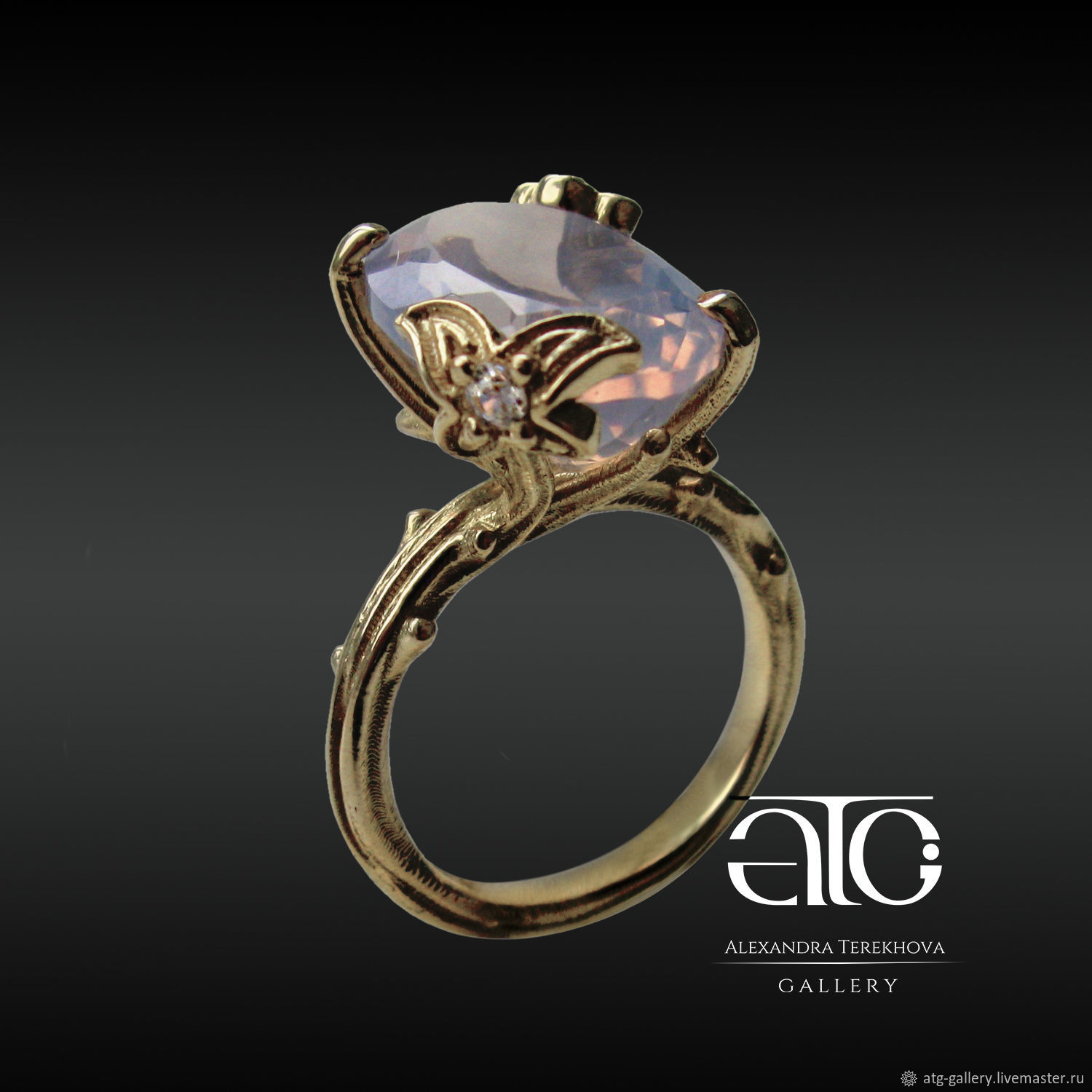 Very beautiful ring with luxurious opalescent amethyst!