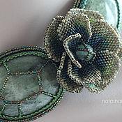 Украшения ручной работы. Ярмарка Мастеров - ручная работа Колье вышитое бисером с цветами и камнями, зеленое. Handmade.