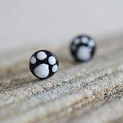 Работы для детей, ручной работы. Ярмарка Мастеров - ручная работа Small Paw серьги-гвоздики (черные) Лапки. Handmade.