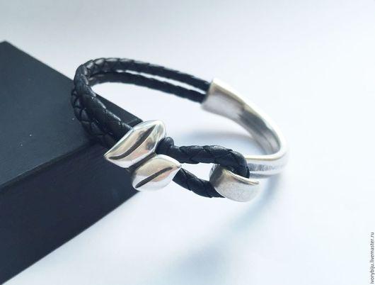 Браслеты ручной работы. Ярмарка Мастеров - ручная работа. Купить Кожаный браслет с замком крюк на полуоснове. Handmade. Черный
