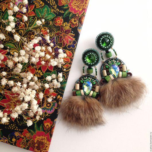 `Ethno Green` серьги вышитые, серьги с мехом, вышивка бисером, серьги вышивка, 5seagulls