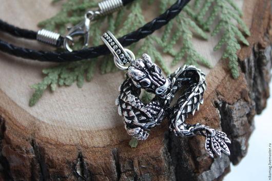 Украшения для мужчин, ручной работы. Ярмарка Мастеров - ручная работа. Купить Подвеска  объемная Дракон на плетеном кожаном шнуре. Handmade.
