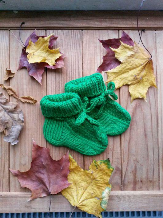 """Варежки, митенки, перчатки ручной работы. Ярмарка Мастеров - ручная работа. Купить Носочки пинетки зеленые, с узором """"коса"""". Handmade."""