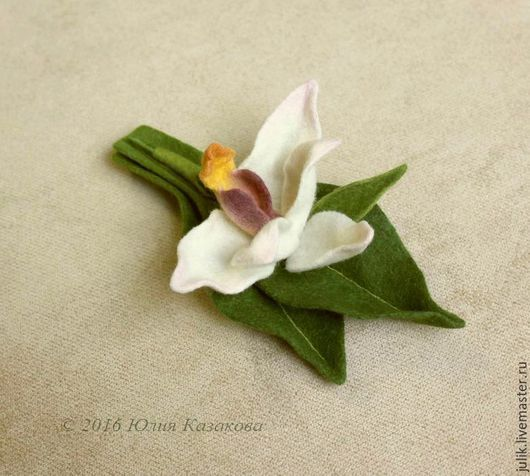 """Броши ручной работы. Ярмарка Мастеров - ручная работа. Купить Шерстяная брошь-орхидея """"Maxillaria"""". Handmade. Белый, брошь-орхидея"""