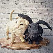 Статуэтки ручной работы. Ярмарка Мастеров - ручная работа Фигурки кот и заяц из полимерной глины. Handmade.