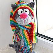 Куклы и игрушки ручной работы. Ярмарка Мастеров - ручная работа Кот Дымка в радужной шапочке и шарфике. Handmade.