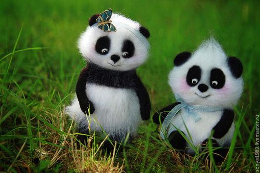 """Магниты ручной работы. Ярмарка Мастеров - ручная работа. Купить """"Посвящается мамам"""". Handmade. Чёрно-белый, медведь, панда, дети"""
