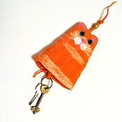 Брелок ручной работы. Ярмарка Мастеров - ручная работа Ключница котик из войлока. Валяный чехол для ключей.. Handmade.