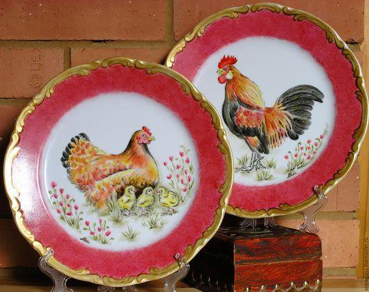 Тарелки ручной работы. Ярмарка Мастеров - ручная работа. Купить Тарелки декоративные Петух и курица в красном. Handmade. Ярко-красный