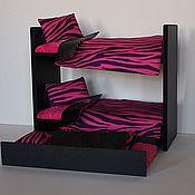 Куклы и игрушки ручной работы. Ярмарка Мастеров - ручная работа Кроватка с 3-мя спальными местами и постельками для куколок до 30 см. Handmade.