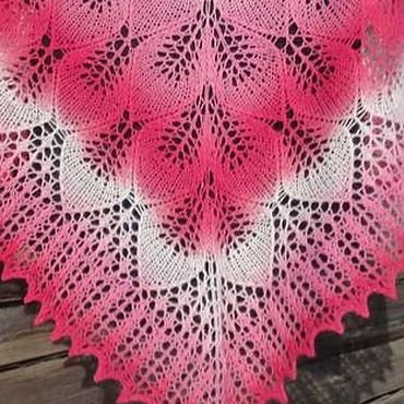 Аксессуары ручной работы. Ярмарка Мастеров - ручная работа Ажурная вязаная шаль спицами Розы на снегу. Handmade.