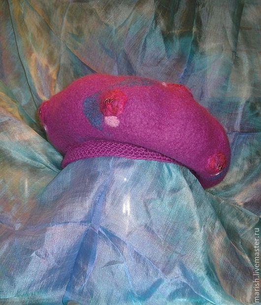 Выдерживает морозы до -10 для морозонестойких и можно носить хоть всю зиму всем любителям зимы!