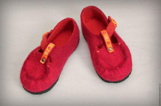 """Обувь ручной работы. Ярмарка Мастеров - ручная работа. Купить Валяные сандалики """"Черевички"""". Handmade. Ярко-красный, валяная обувь"""