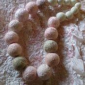 Украшения ручной работы. Ярмарка Мастеров - ручная работа бусы из войлока и шелка. Handmade.