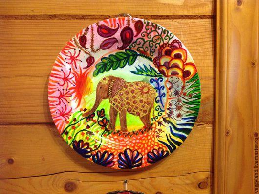Декоративная тарелка для украшения интерьера