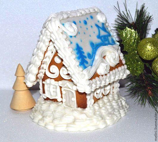 Пряничный мини домик бело-голубой.