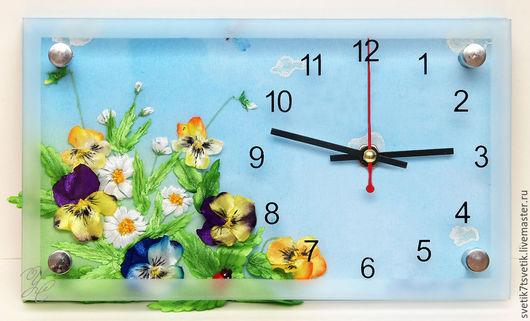 """Часы для дома ручной работы. Ярмарка Мастеров - ручная работа. Купить Часы вышитые, ручной работы  """"Анютки"""". Handmade. Разноцветный"""