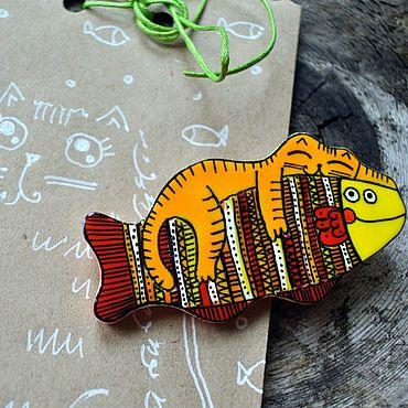 Украшения ручной работы. Ярмарка Мастеров - ручная работа Брошь Кот и рыба, ручная роспись. Handmade.