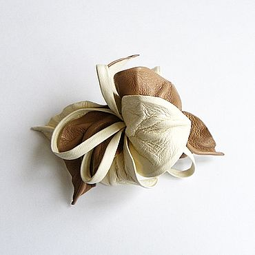 Украшения ручной работы. Ярмарка Мастеров - ручная работа Заколка автомат цветок для волос Пралине молочный бежевый тёмная пудра. Handmade.