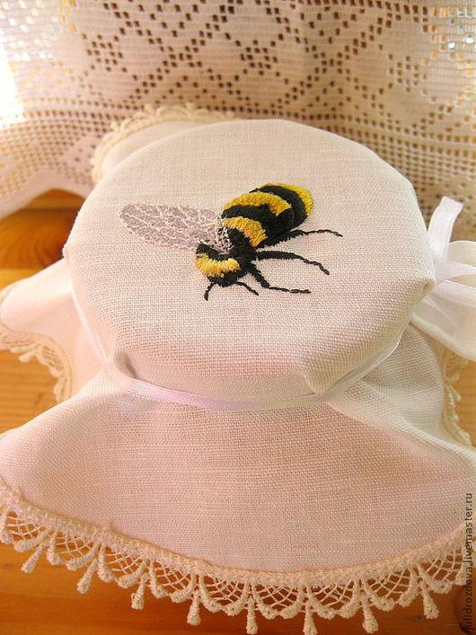 """Кухня ручной работы. Ярмарка Мастеров - ручная работа. Купить Крышечка на банку """"Для  мёда"""". Handmade. Пчела, салфетка, подарок"""