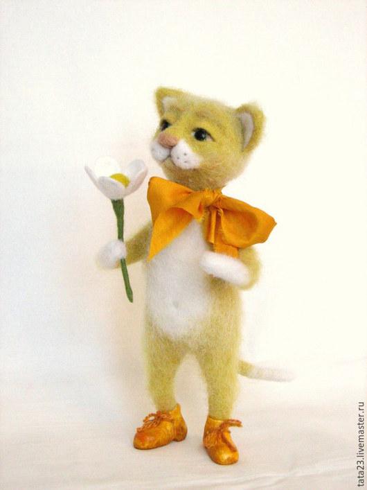 Игрушки животные, ручной работы. Ярмарка Мастеров - ручная работа. Купить Солнечный котик из шерсти.Валяная игрушка. Handmade. Желтый