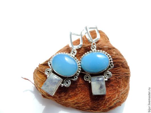 Серьги ручной работы. Ярмарка Мастеров - ручная работа. Купить Серебряные серьги с натуральным халцедоном и лунным камнем. Handmade. Голубой
