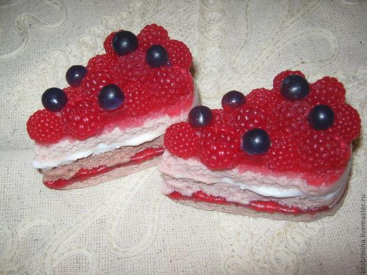 Мыло ручной работы. Ярмарка Мастеров - ручная работа. Купить мыло- кусок торта с ягодами. Handmade. Мыло сувенирное, ягоды