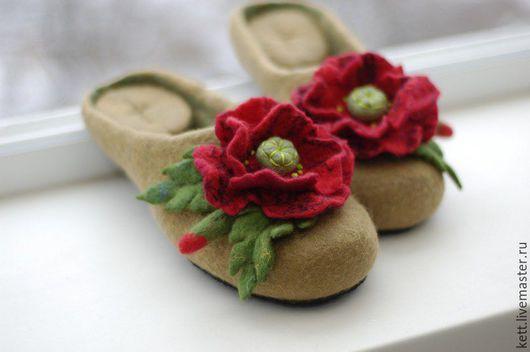"""Обувь ручной работы. Ярмарка Мастеров - ручная работа. Купить ХИТ  ПРОДАЖ!! Размер 36 Валяные тапки шлёпки """"Маки алые"""" войлочные. Handmade."""