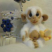 Куклы и игрушки ручной работы. Ярмарка Мастеров - ручная работа вязаная игрушка обезьянка. Handmade.