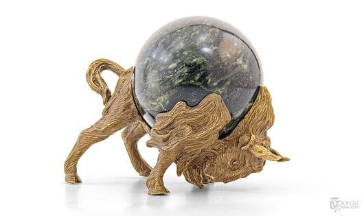 Элементы интерьера ручной работы. Ярмарка Мастеров - ручная работа. Купить Бизон №2 с шаром. Handmade. Бизон, статуэтки из металла