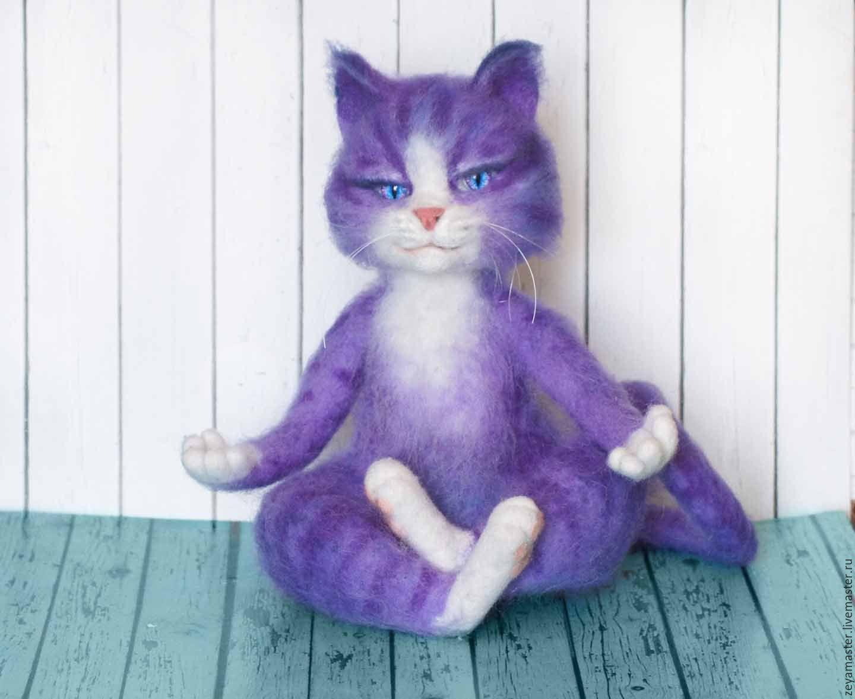 Медитирующий фиолетовый кот. Интерьерная игрушка из шерсти, Войлочная игрушка, Зея, Фото №1