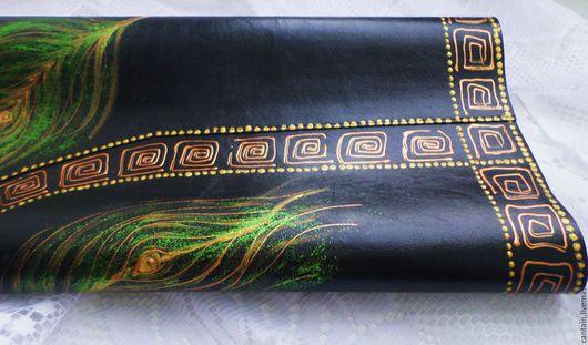 Салфетка сервировочная декоративная из искусственной кожи с ярким рисунком прекрасно украсит столик для кофе и будет приятным подарком на любой случай.