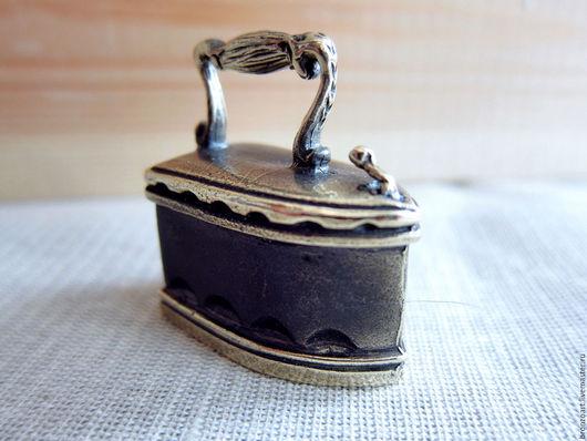 Колокольчики ручной работы. Ярмарка Мастеров - ручная работа. Купить Утюг колокольчик бронза миниатюра фигурка статуэтка. Handmade. Золотой