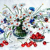 """Картины и панно ручной работы. Ярмарка Мастеров - ручная работа Вышитая картина """"Ромашки, васильки и черешня"""" (65 цветов). Handmade."""