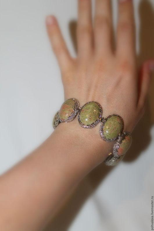 Браслеты ручной работы. Ярмарка Мастеров - ручная работа. Купить Крупный браслет из натуральной яшмы унакит. Handmade. Оливковый