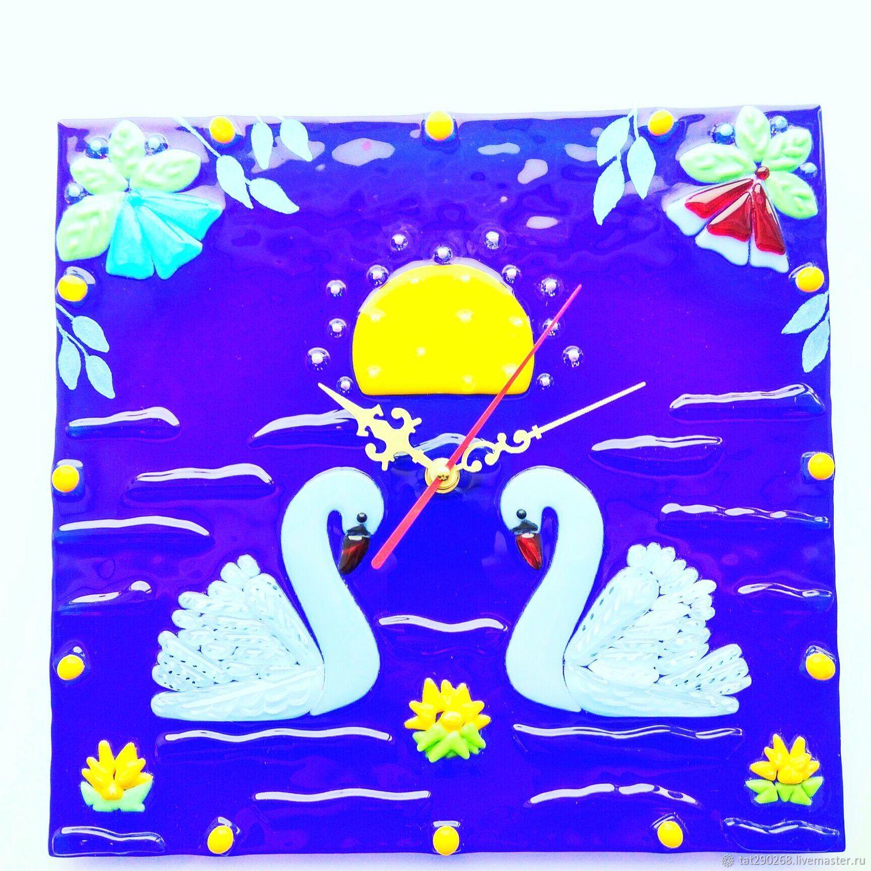 Часы для дома ручной работы. Ярмарка Мастеров - ручная работа. Купить Часы настенные из стекла в технике фьюзинг Лебеди. Handmade.