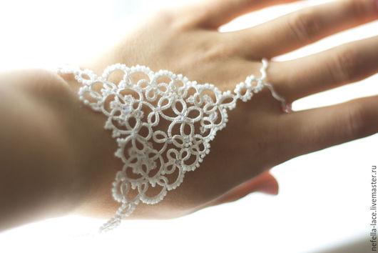 Свадебные кружевные браслеты ручной работы. Купить свадебные браслеты `Хрусталь` фриволите. Ярмарка Мастеров - ручная работа. Handmade