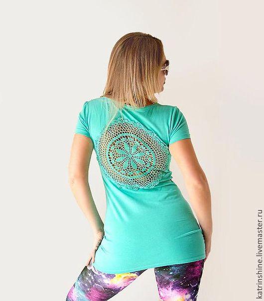 Футболки, майки ручной работы. Ярмарка Мастеров - ручная работа. Купить Светло-зеленая футболка с ажурной аппликацией на спине Размер М. Handmade.