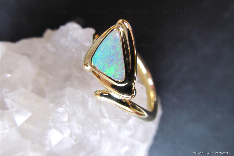 Золотое кольцо с австралийским опалом – купить в интернет-магазине ... 0e304b05c43