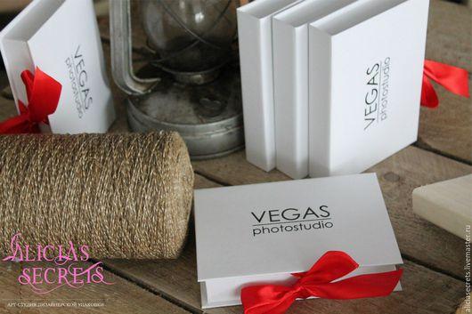 Подарочная упаковка ручной работы. Ярмарка Мастеров - ручная работа. Купить Коробочка с окошком для фото + тиснение. Handmade. Короб