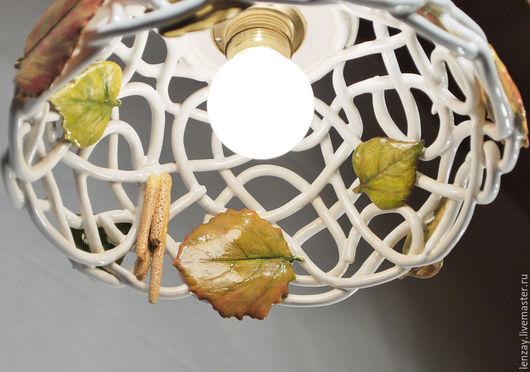 Светильник `Осень в парке`. Плетеная керамика и керамические цветы Елены Зайченко