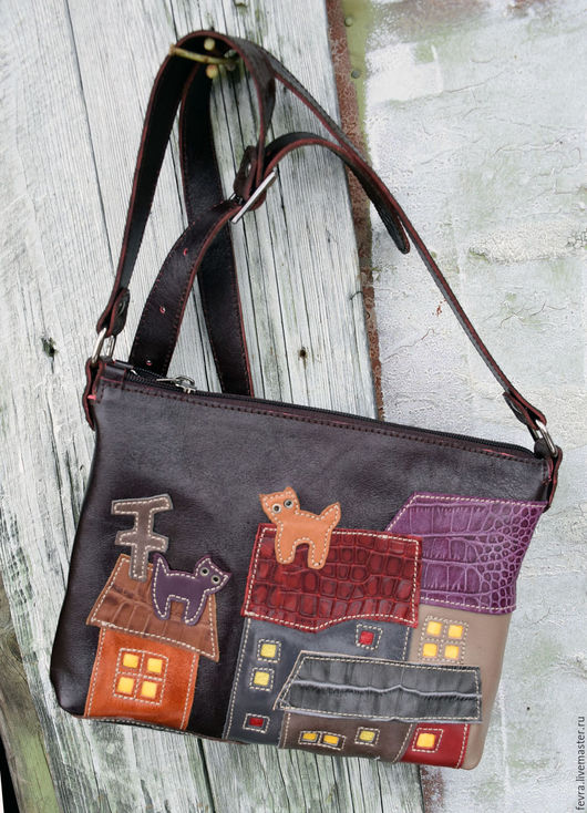 Небольшая, удобная и  многоцветная сумочка станет необходимым спутником во всех поездках - прогулках.