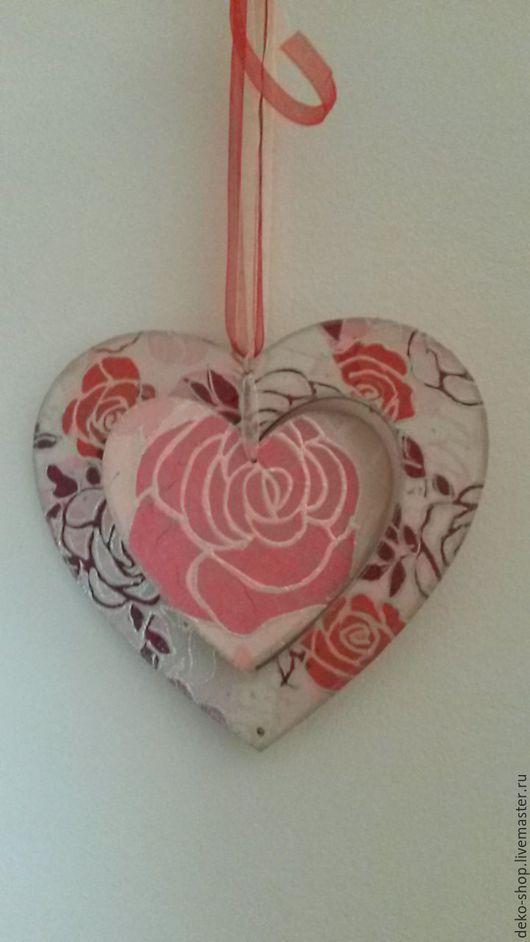 Подарки для влюбленных ручной работы. Ярмарка Мастеров - ручная работа. Купить Двойное сердце - подвеска. Handmade. Коралловый, романтика, подарок