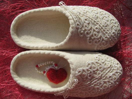 """Обувь ручной работы. Ярмарка Мастеров - ручная работа. Купить Тапочки валяные """"Для любимой"""". Handmade. Белый, натуральная кожа"""