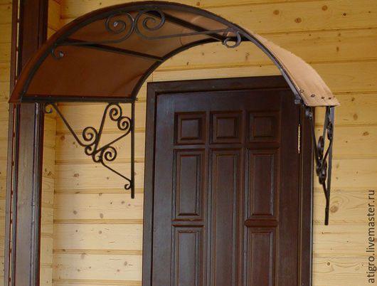 Козырек арочный с коваными элементами над дверью,входом,крыльцом для дома дачи бани
