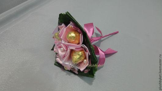 Букеты ручной работы. Ярмарка Мастеров - ручная работа. Купить миник с конфетами. Handmade. Брусничный, букет из конфет 8 марта