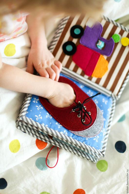 Развивающие игрушки ручной работы. Ярмарка Мастеров - ручная работа. Купить Башмак-шнуровка (развивающая книжка). Handmade. Развивающая игрушка