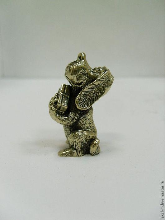 """Миниатюра ручной работы. Ярмарка Мастеров - ручная работа. Купить Статуэтка """"Собака с подарком"""". Handmade. Собака, скульптурная миниатюра"""