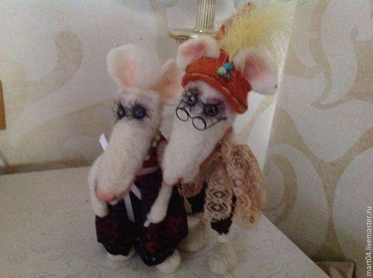 Игрушки животные, ручной работы. Ярмарка Мастеров - ручная работа. Купить Влюбленные мышки. Handmade. Разноцветный, бусины перья колпачок
